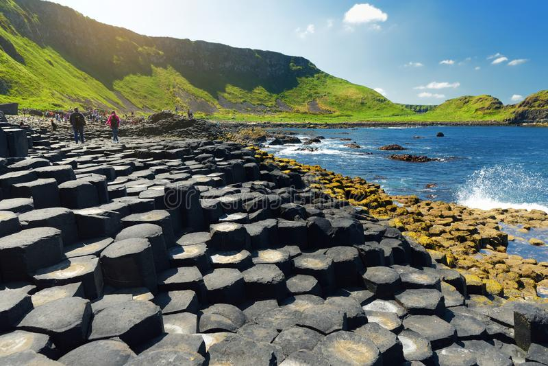 Giants-Damm, ein Bereich von sechseckigen Basaltsteinen, geschaffen durch alte vulkanische Spalteruption, Grafschaft Antrim, Nord lizenzfreies stockfoto