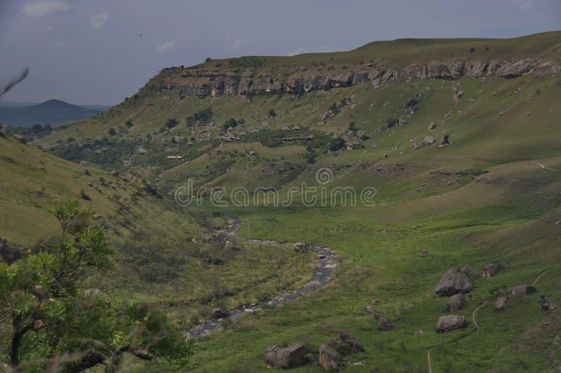 Download Giants Se Escuda La Reserva De Naturaleza De Kwazulu Natal Imagen de archivo - Imagen de nubes, cubo: 41905781