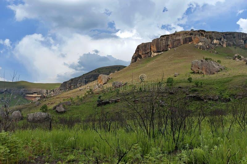 Download Giants Se Escuda La Reserva De Naturaleza De Kwazulu Natal Imagen de archivo - Imagen de colina, reserva: 41905809