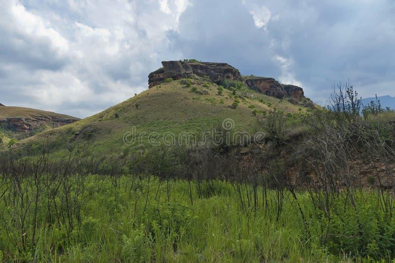 Download Giants Se Escuda La Reserva De Naturaleza De Kwazulu Natal Foto de archivo - Imagen de colina, hierba: 41905810