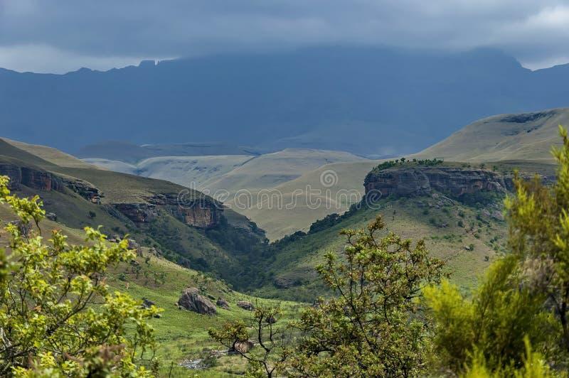 Giants ziehen sich Kwazulu Natal Naturreservat, die Drachenberge zurück lizenzfreies stockbild