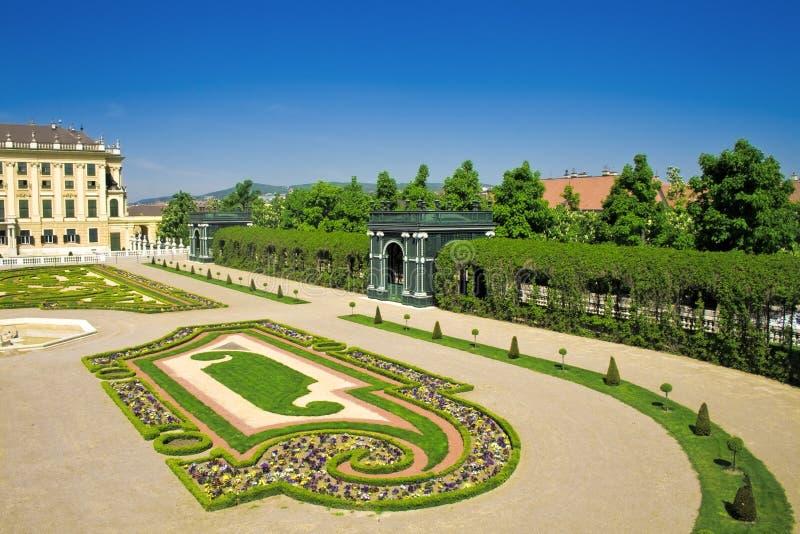 Giardini del palazzo di Schonbrunn fotografia stock libera da diritti