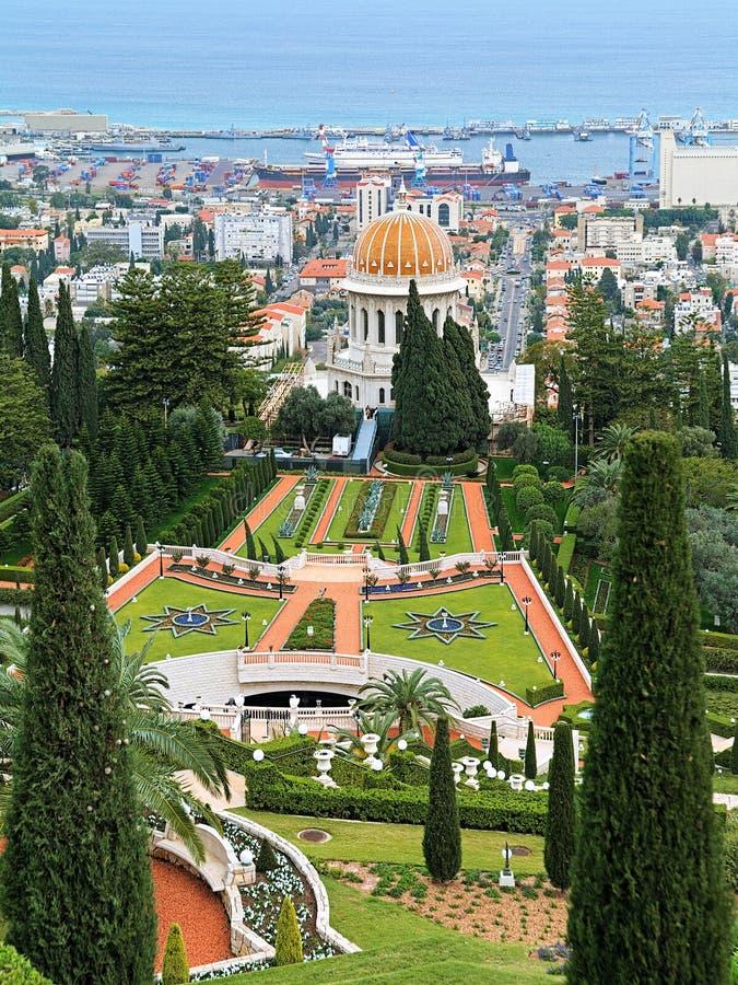 Giardini di Bahai con il santuario del Bab a Haifa, Israele immagini stock