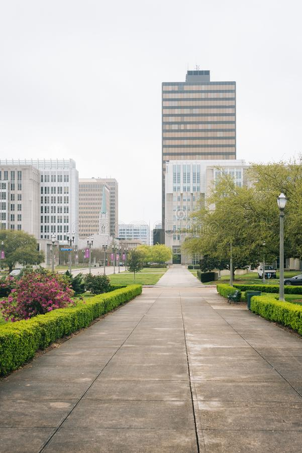 Giardini e costruzioni in Baton Rouge del centro, Luisiana fotografia stock libera da diritti