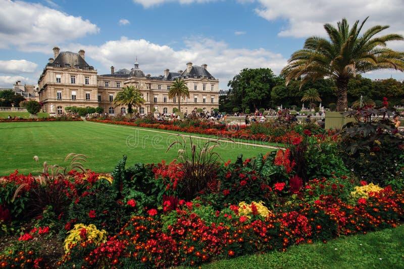 Giardini e palazzo del Lussemburgo a Parigi fotografia stock libera da diritti