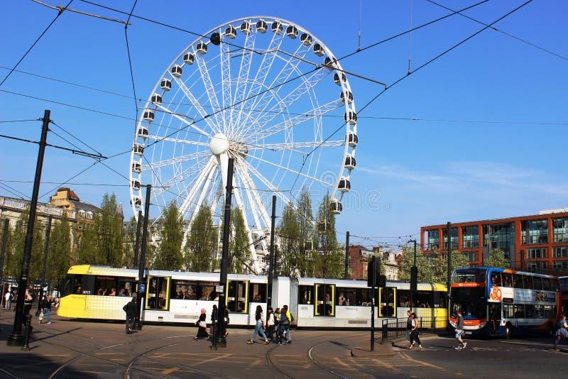 Giardini Manchester di Piccadillly del bus del tram della grande ruota fotografia stock libera da diritti