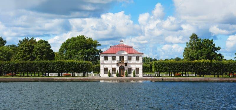 Giardini St Petersburg Russia di Peterhof immagine stock