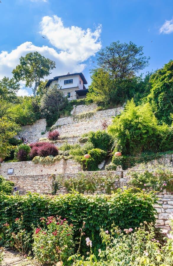 Giardino botanico in Balchik Il territorio del palazzo immagini stock