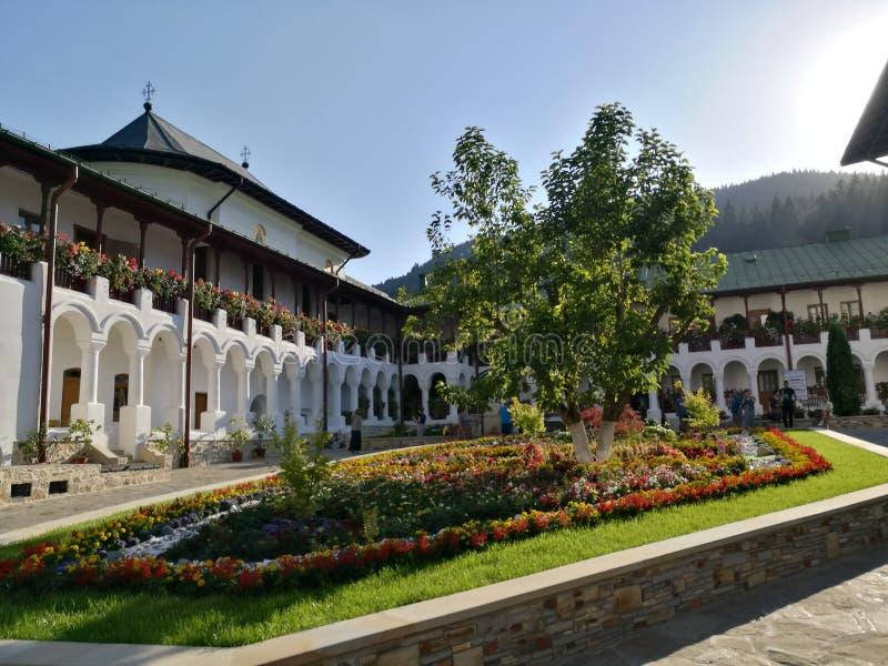 Giardino del monastero di Agapia immagine stock libera da diritti