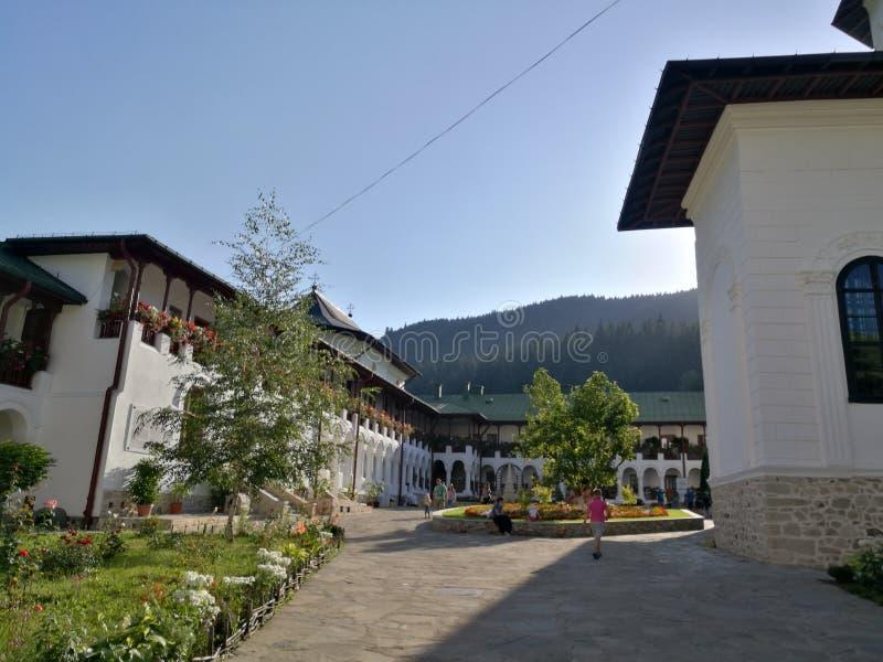 Giardino del monastero di Agapia immagine stock