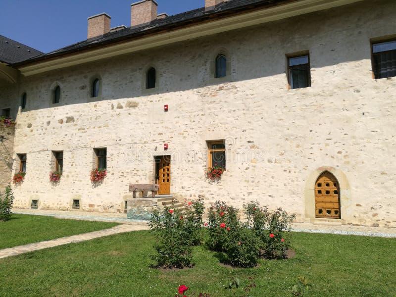 Giardino del monastero di SUCEVITA immagini stock libere da diritti