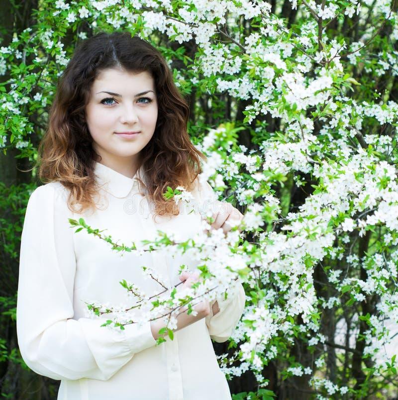 Download Giardino Della Ragazza In Primavera Fotografia Stock - Immagine di persona, fioritura: 30830236