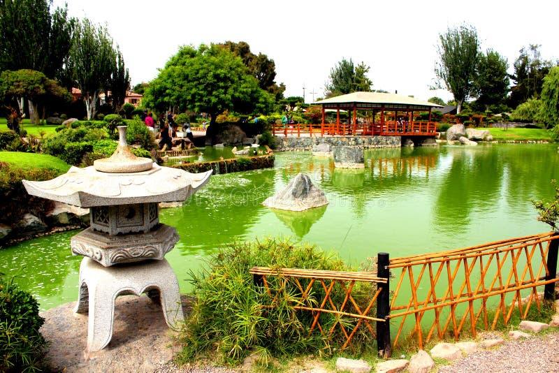 Giardino di pietra del giapponese del giardino del faro immagine stock libera da diritti
