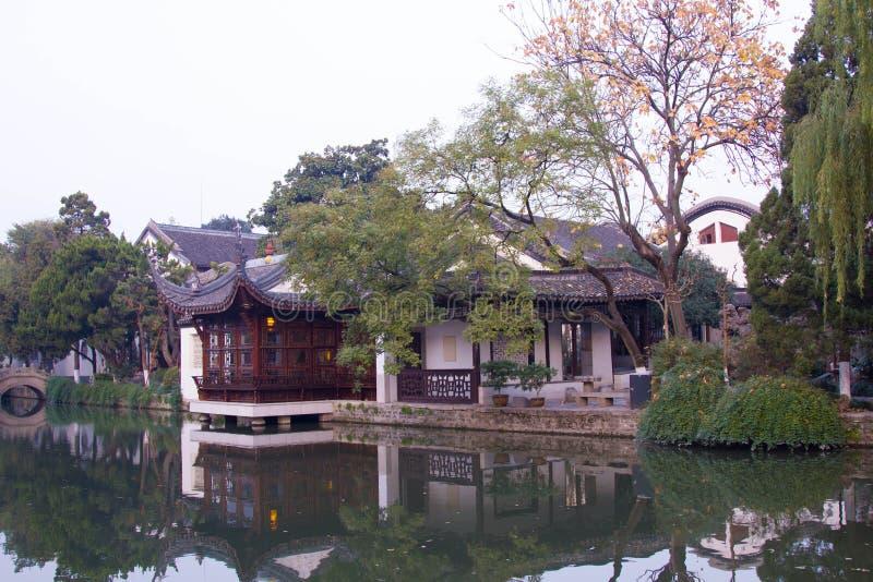 Download Giardino di stile cinese fotografia stock. Immagine di acqua - 30829490