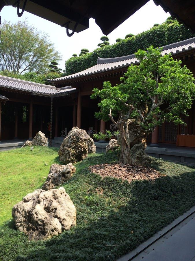 Giardino di zen in tempio immagini stock