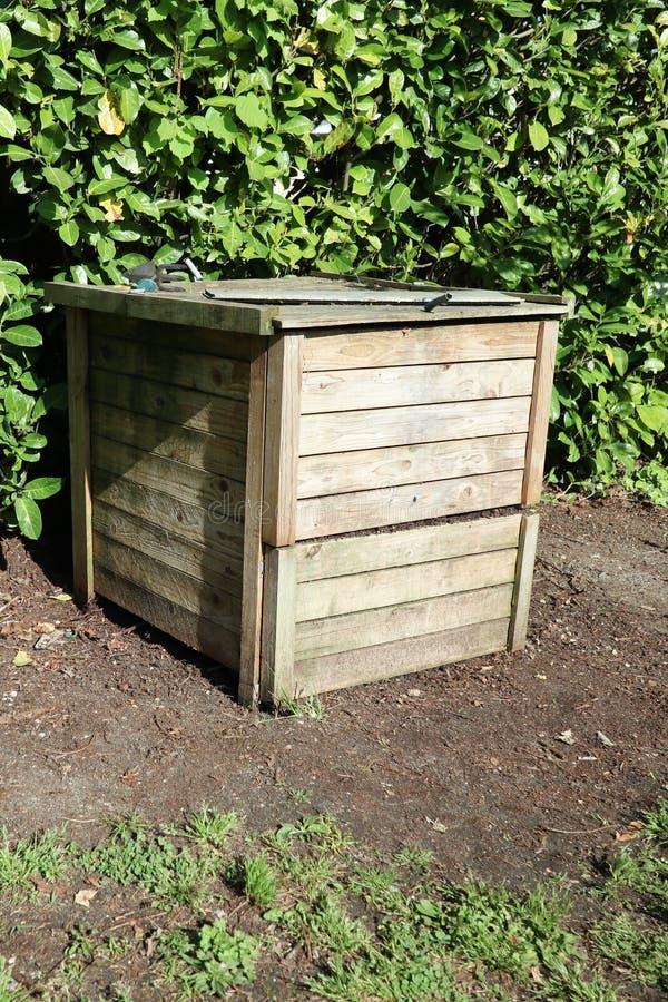 giardino in famiglia di legno del recipiente di composta immagine stock libera da diritti