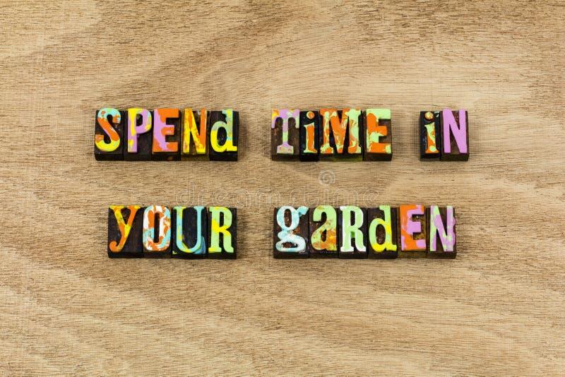 Giardino felice di tempo dell'estate della primavera il buon coltiva la natura immagine stock libera da diritti