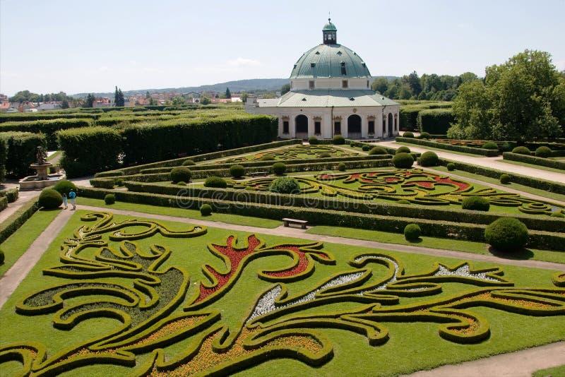 Giardino floreale del castello in Kromeriz, repubblica Ceca fotografia stock
