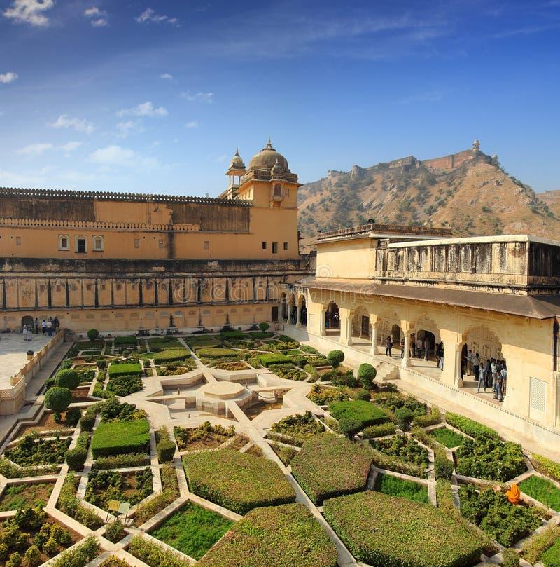 Giardino in fortificazione ambrata - Jaipur fotografia stock