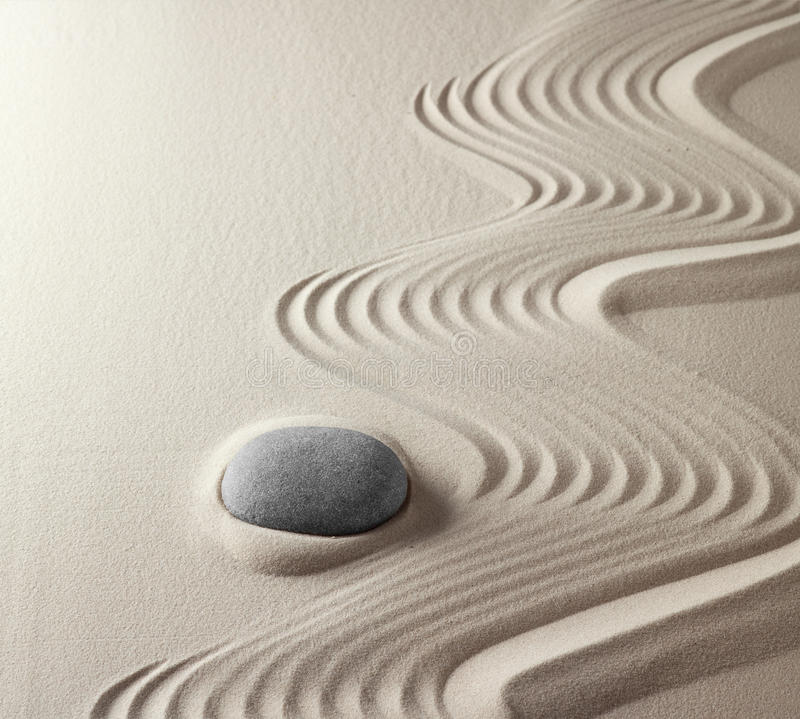 giardino giapponese di zen della roccia di meditazione fotografie stock