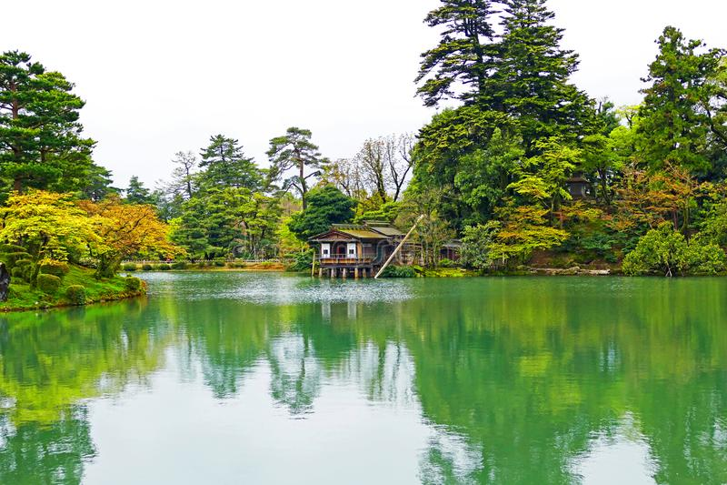 Giardino giapponese Kenrokuen di vista scenica a Kanazawa, Giappone fotografie stock libere da diritti
