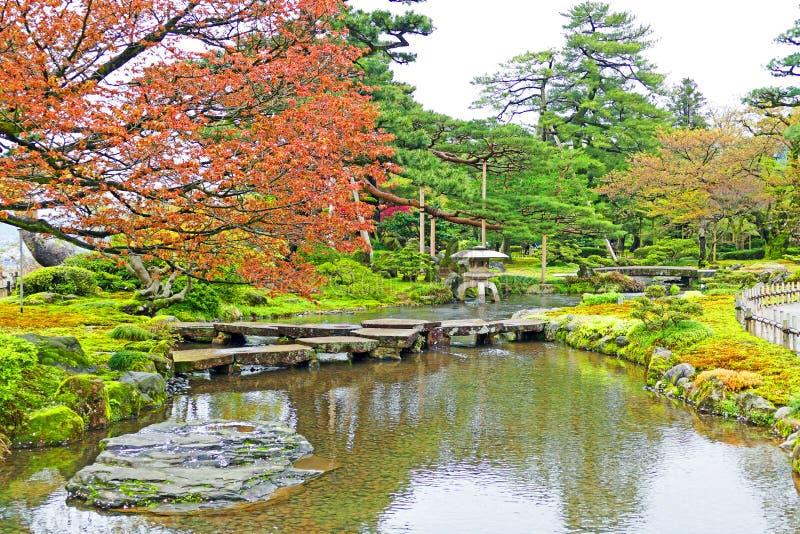 Giardino giapponese tradizionale Kenrokuen a Kanazawa, Giappone fotografia stock libera da diritti