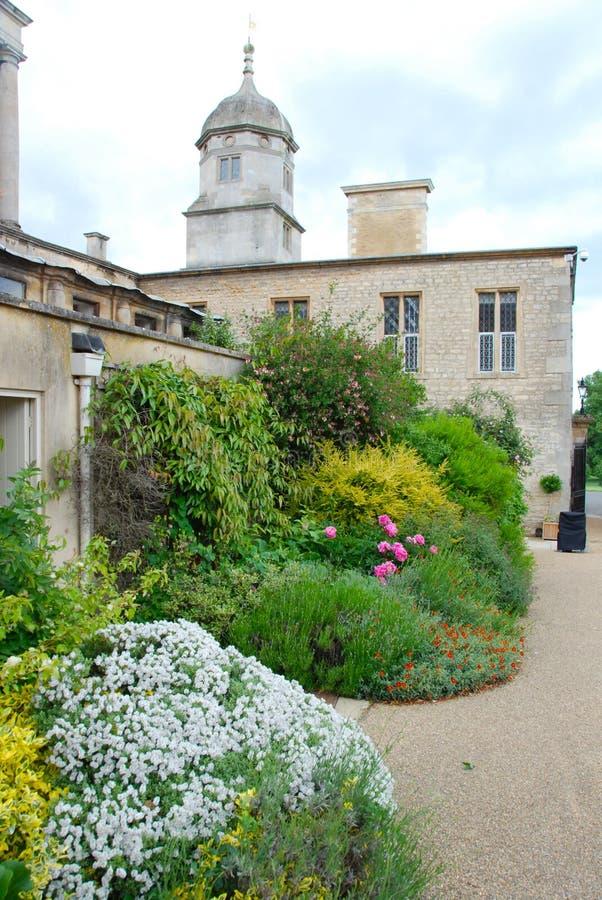 Giardino inglese della casa di campagna immagine stock for Programma di disegno della casa libera