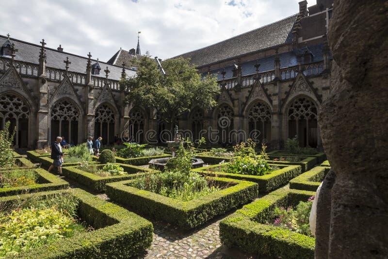 Giardino olandese della chiesa della città storica di Utrecht immagine stock