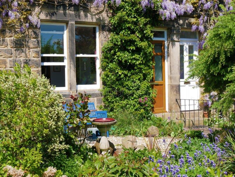 Giardino A Terrazze Della Casa Immagine Stock - Immagine di ...
