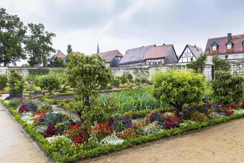Giardino variopinto delle erbe e del parco medicinali Città Seligenstadt fotografia stock libera da diritti