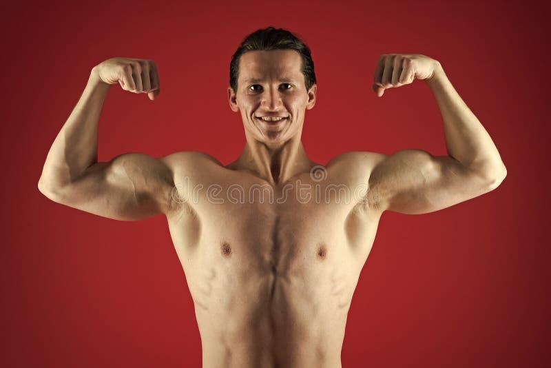 Gib niemals auf und fahre weiter körperliche Anpassung und Gewichtsverlust Sport und Fitness Sportler in roten Hosen lizenzfreie stockfotos