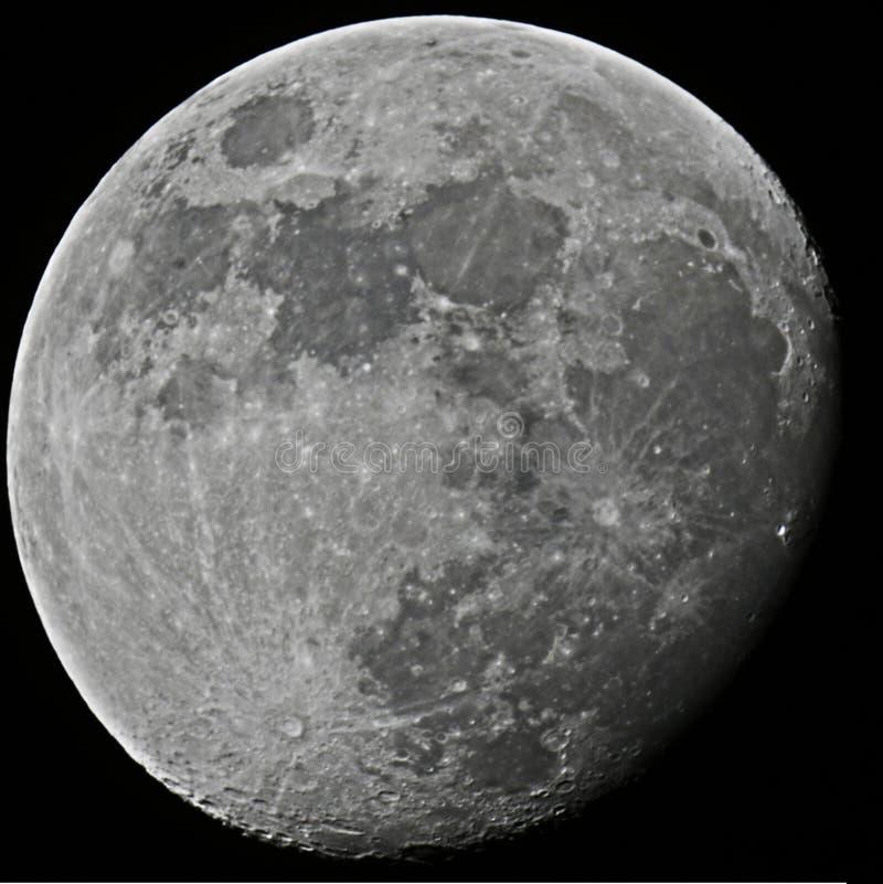 gibbous försvagas för moon arkivfoton