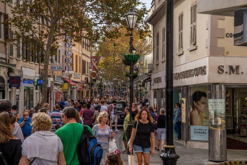 GIBRALTAR, WIELKI BRYTANIA, PAŹDZIERNIK/- 09 2017: ZWYCZAJNA ulica zdjęcie royalty free
