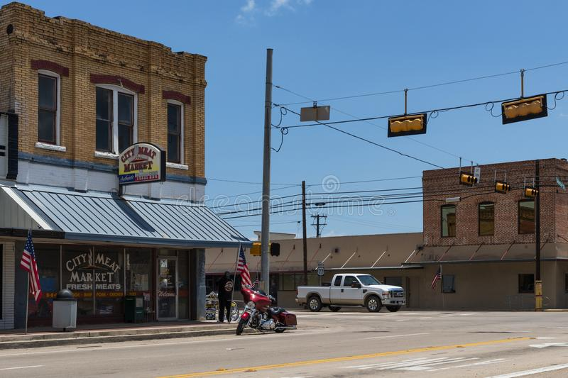 Stret scene in the city of Giddings in the intersection of U.S. Highways 77 and 290 in Texas stock photography