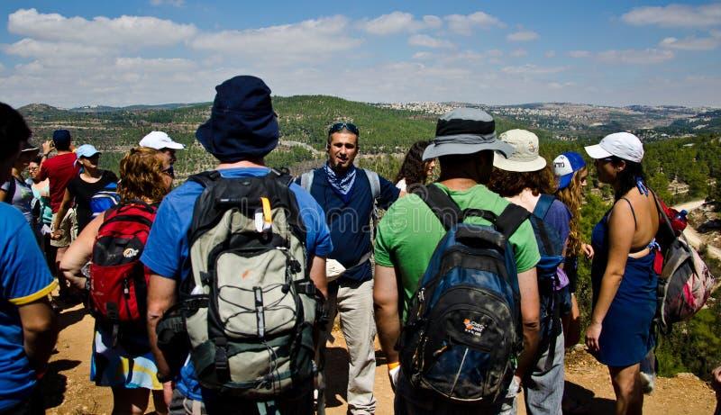 Gids in de bergen van Jeruzalem stock afbeeldingen