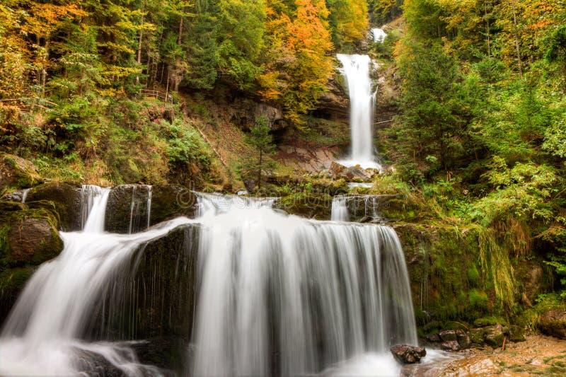 Giessbach Watterfalls im Herbst nahe Brienz, Berner Oberland, die Schweiz, HDR stockfotos