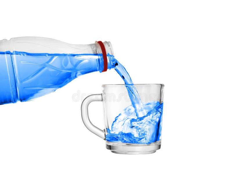 Giet water in een glas royalty-vrije stock foto
