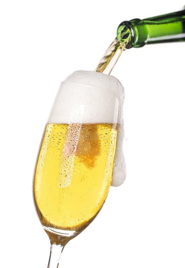Gietend bier royalty-vrije stock foto's