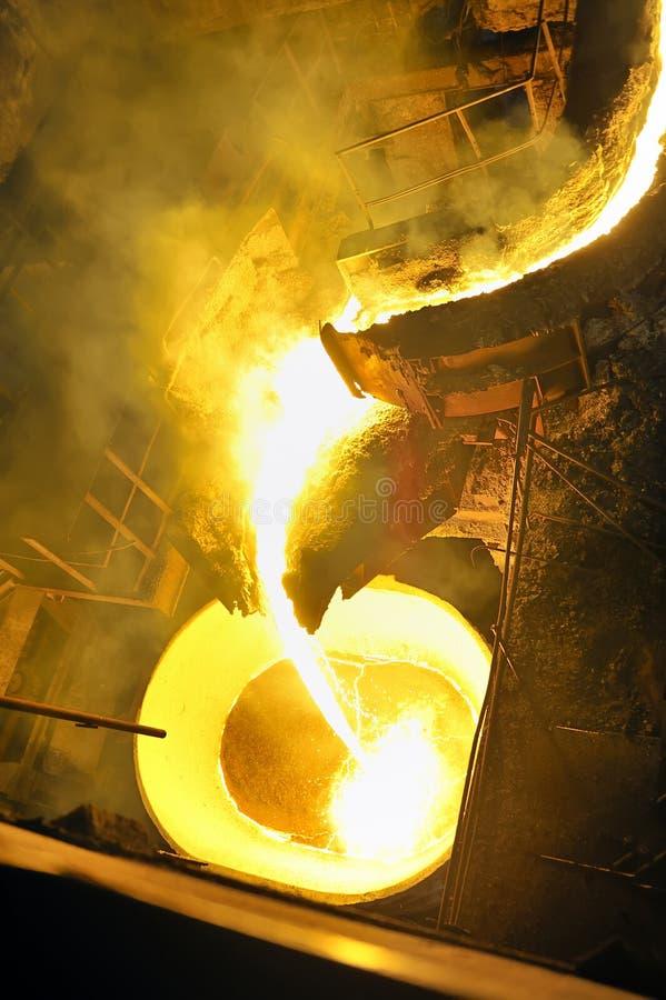 Gietend gesmolten staal royalty-vrije stock afbeelding