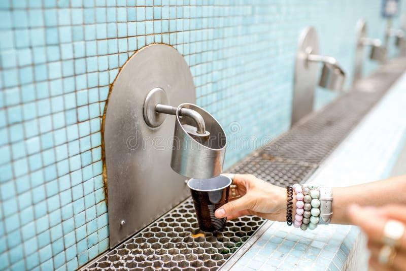 Gietend thermisch water royalty-vrije stock afbeeldingen