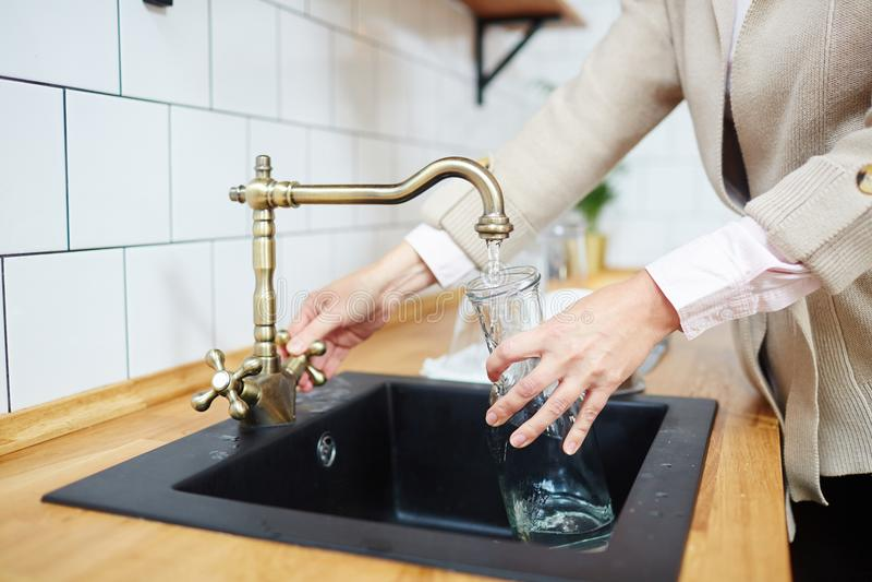 Gietend water stock foto's