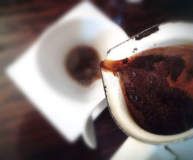 Gietende Koffie royalty-vrije stock foto's