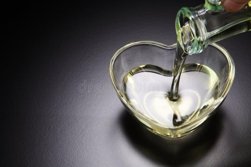 Gietende olie stock afbeelding
