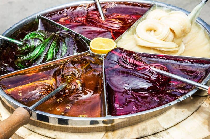 Gietende zoete karamelsaus, Turkije stock afbeelding