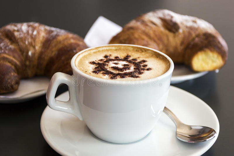 Giffel med kaffe i Praiano, Italien royaltyfri bild
