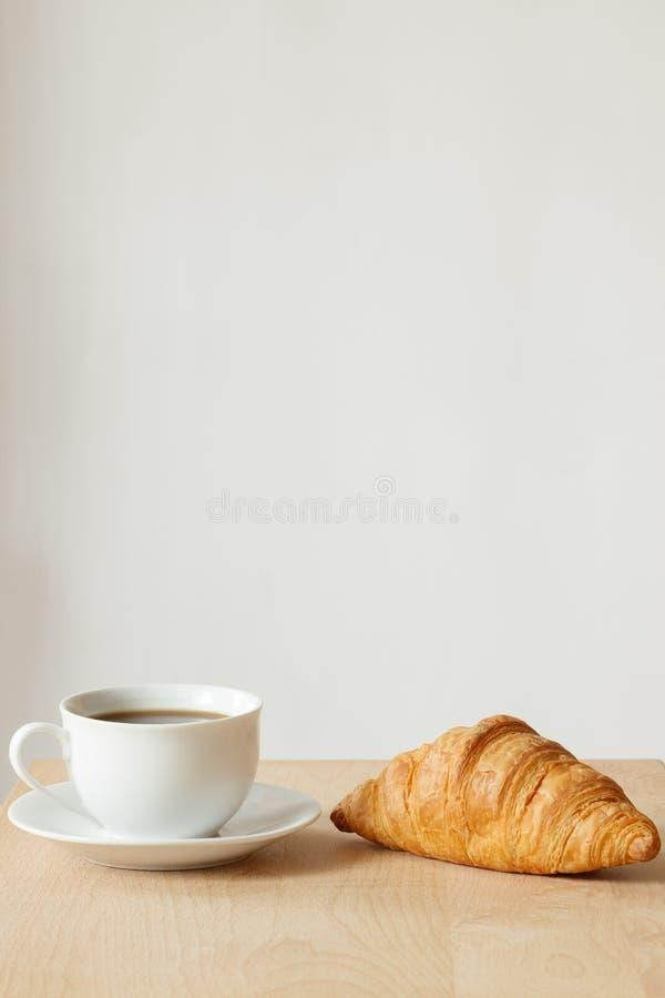 Giffel och kaffe royaltyfria bilder