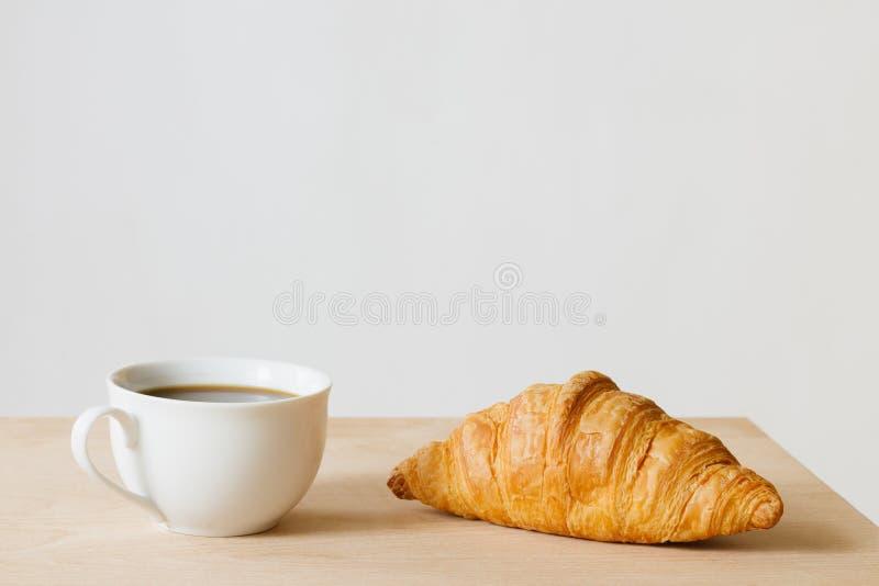 Giffel och kaffe arkivbild
