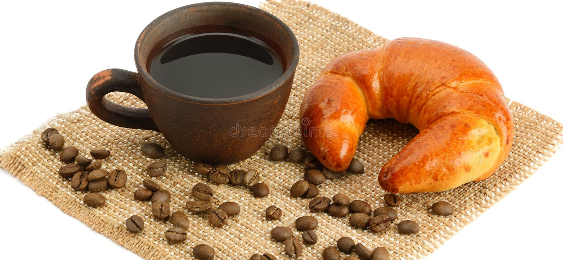 Giffel och kaffe som isoleras på vit bakgrund Brett foto royaltyfri foto