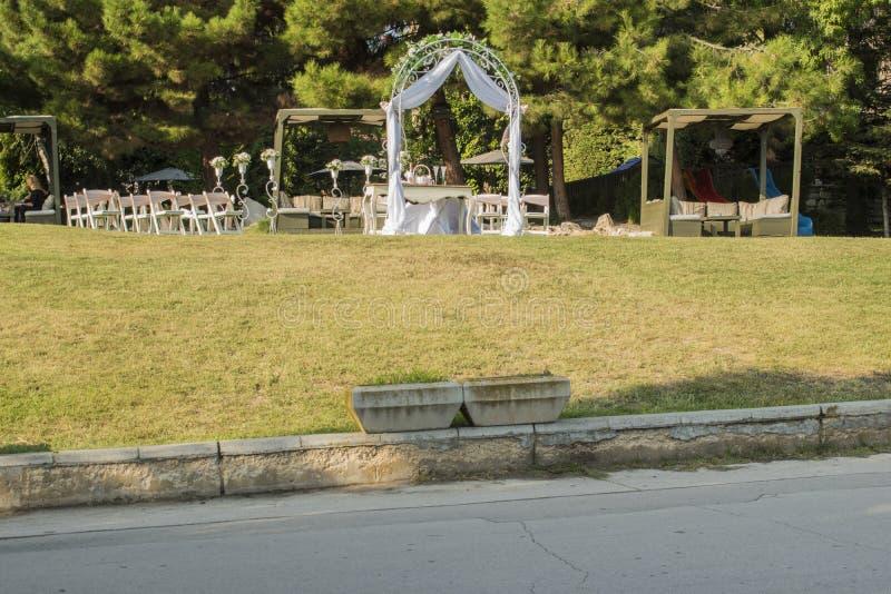 Gift altare på havsträdgården i Varna arkivfoto