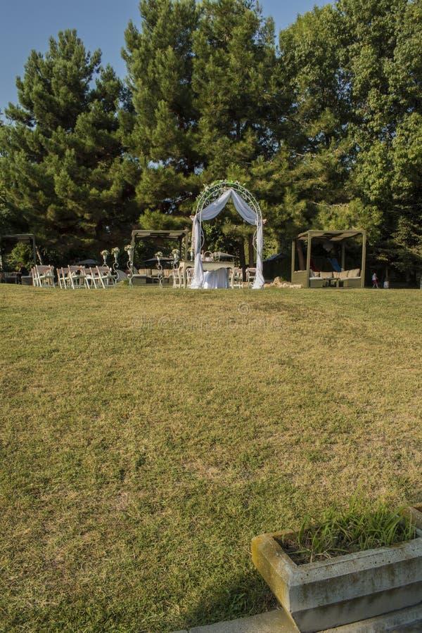 Gift altare på havsträdgården i Varna royaltyfri bild